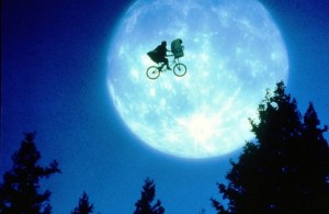 E.T. L'EXTRATERRESTRE ; E.T. THE EXTRA TERRESTRIAL IN HIS ADVENTURE ON EARTH (1982)